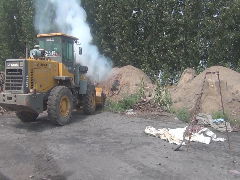 王均乡辖区内的小木炭加工为土法烧制木炭